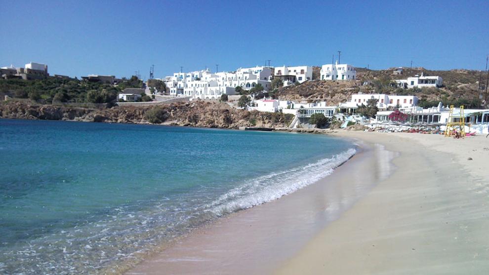Agios Stefanos Beach in Mykonos Island | The Best Beaches in Mykonos